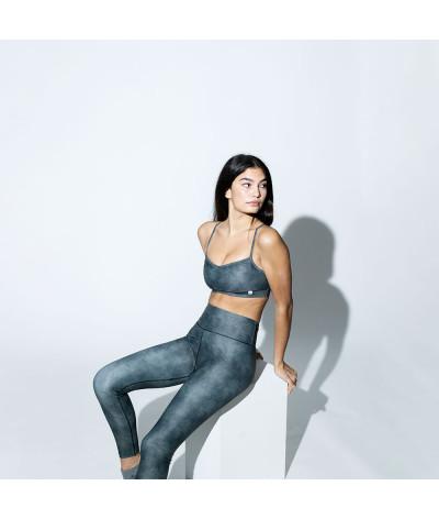 Stone - Legging modelo sentada